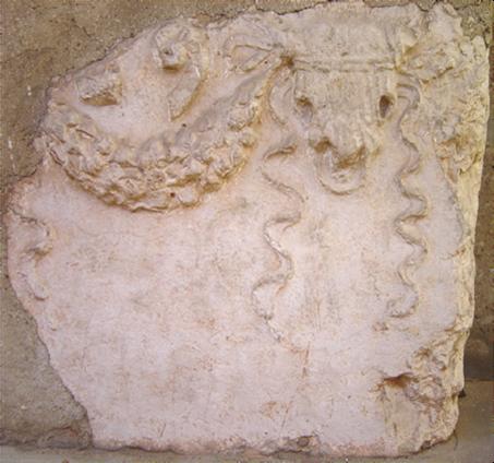 Questa immagine ha l'attributo alt vuoto; il nome del file è ara_romana.png